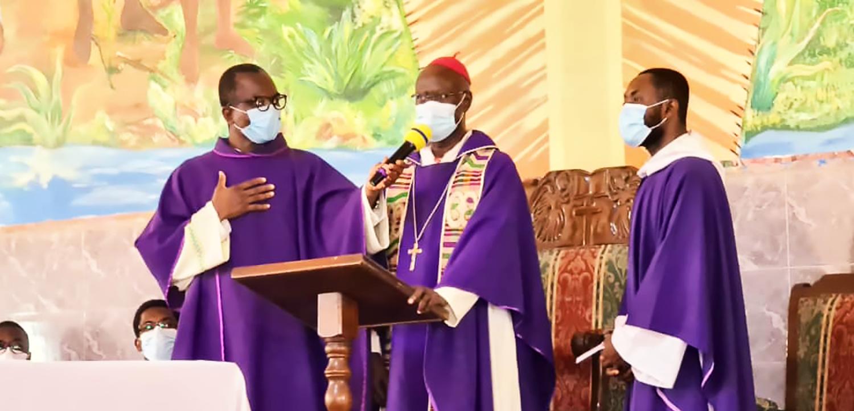 Visit-to-Martyrs-of-Uganda-Parish,-Mamprobi--caa